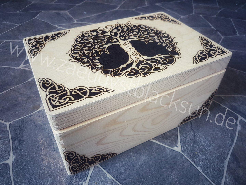 yggdrasil kiste gro zaeddyst blacksun trinkh rner m bel kleidung schmuck und mehr f r. Black Bedroom Furniture Sets. Home Design Ideas